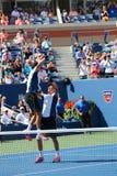 US Open 2014 mandubblettmästare guppar, och Mike Bryan firar finalmatchseger på Billie Jean King National Tennis Center Fotografering för Bildbyråer
