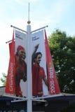US Open 2008 mistrzów Serena Williams i Roger Federer portrets przy Billie Cajgowego królewiątka Krajowym tenisem Ześrodkowywa obrazy royalty free