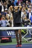 US Open 2017 mistrz Rafael Nadal Hiszpania świętuje zwycięstwo po jego definitywnego dopasowania przeciw Kevin Andersen Zdjęcia Stock