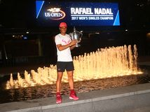 US Open 2017 mistrz Rafael Nadal pozuje z us open trofeum Hiszpania Fotografia Royalty Free