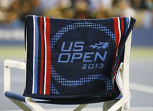 US Open 2013 officiële handdoek op spelerstoel in Arthur Ashe Stadium Royalty-vrije Stock Afbeeldingen