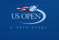 US Open znak przy Billie Cajgowego królewiątka tenisa Krajowym centrum obraz stock