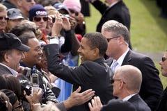 Us-Senator Barack Obama upprör händer Arkivfoton