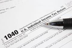 US-Steuerformular 1040 auf Tabelle Stockbild