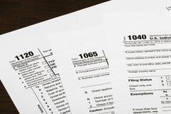 1040,1120,1065 US-Steuerformular/Besteuerungskonzept Stockfotografie