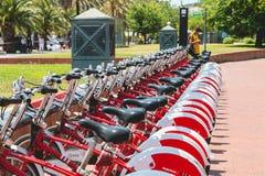 Usługowi pojazdów bicykle Vodafone Bicing, rowerowy dzieli sys Fotografia Royalty Free