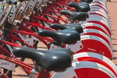 Usługowi pojazdów bicykle Vodafone Bicing, rowerowy dzieli sys Zdjęcie Stock