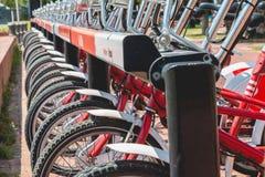 Usługowi pojazdów bicykle Vodafone Bicing, rowerowy dzieli sys Zdjęcia Royalty Free
