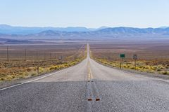 US-Weg 50 Nevada - die einsamste Straße in Amerika Lizenzfreies Stockbild