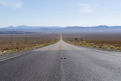 US-Weg 50 Nevada - die einsamste Straße in Amerika Stockbild