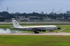 USA airforce RC135 samolotu lądowanie przy Okinawa obraz stock