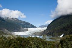 USA Alaska - Mendenhall glaciär och sjö Fotografering för Bildbyråer