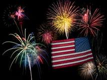 USA amerikanska flaggan och fyrverkerier för 4th Juli Royaltyfri Bild