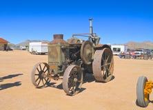 USA: Antik traktor - Rumely oljahandtag 1925 Arkivbild