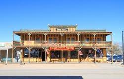 USA, Arizona/Finanzanzeige: Historisches Hotel und Speicher Stockfotos