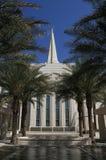 USA Arizona, Gilbert,/: Nowa mormon świątynia - oaza w pustyni fotografia stock
