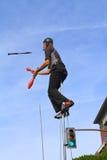 USA, AZ/Tempe - Unicyclist Jamey Mossengren (5) - jonglierend auf einem Unicycle Lizenzfreies Stockfoto