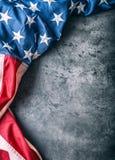 usa bandery amerykańska flaga Flaga amerykańska wolno kłama na betonowym tle Zakończenia studia strzał fotografia tonująca Obrazy Royalty Free