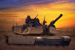 USA-behållare Abrams A1M1 i militär polygon Royaltyfria Foton