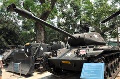 USA-behållare som är utsatt i krigkvarlevamuseet i Saigon, Vietnam Royaltyfri Fotografi