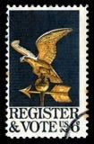 USA-Briefmarke-Register und Abstimmung mit einem Adler Weathervane Stockbild