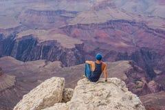 USA - Der Mann und Grand Canyon lizenzfreies stockfoto