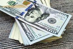 USA dollar, USA $ 100, gamla och nya 100 dollarbilder, stora dollarbilder i olika begrepp för finans och materielexchang Royaltyfri Foto