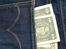 USA dollarsedlar i jeansbaksidan stoppa i fickan Royaltyfria Bilder