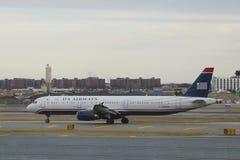 USA dróg oddechowych Aerobus A321 samolot opodatkowywa przy John F Kennedy lotniskiem międzynarodowym Zdjęcia Stock