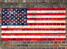USA flag på en tegelstenvägg Arkivfoto