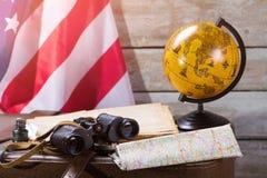 USA flagga bak jordklotet Fotografering för Bildbyråer
