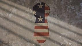 USA-flagga och nyckelhål på betong Arkivfoton