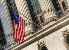 USA flagga på börsen, NYC, USA Fotografering för Bildbyråer