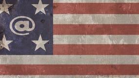 USA-flagga på betong med på tecknet Arkivfoto