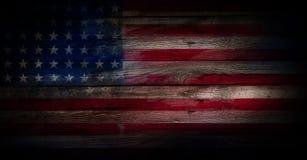 USA flagga på en wood yttersida royaltyfria bilder