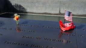 USA-flagga på ground zerominnesmärken Arkivfoto