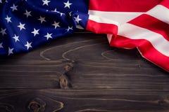 USA flagga på träväggbakgrund och textur med utrymme Fotografering för Bildbyråer