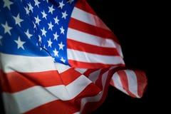 USA flagi amerykańskiej dmuchanie w wiatrze obraz royalty free
