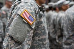 USA-Fleckenflagge auf Soldatarm Stockbild