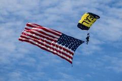 USA foka skydiving z flagą amerykańską obrazy stock