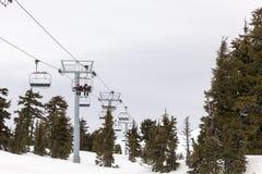 USA Forest Medical Rescue Personnel Riding Ski Lift royaltyfria bilder
