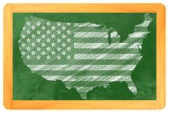 USA formade oss flaggan på en svart tavla Arkivbild
