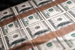 USA hundert Dollar in einem Kasten Lizenzfreie Stockbilder
