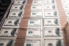 USA hundert Dollar in einem Kasten Lizenzfreies Stockfoto