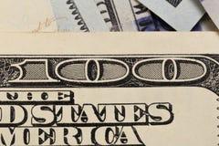 USA hundra dollarbeståndsdelar, toppen makro, stänger sig upp fotoet royaltyfria bilder