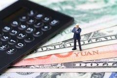 USA i Chiny finansowy ekonomiczny kierunek transakcja i zgody poj?cie, wojny handlowej, importa i eksporta, kalkulator z miniatur fotografia royalty free