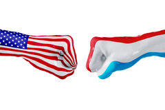 USA i Luksemburg flaga Pojęcie walka, biznesowa rywalizacja, konflikt lub wydarzenia sportowe, Fotografia Stock