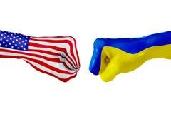 USA i Ukraina flaga Pojęcie walka, biznesowa rywalizacja, konflikt lub wydarzenia sportowe, Zdjęcia Stock