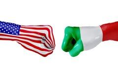 USA i Włochy flaga Pojęcie walka, biznesowa rywalizacja, konflikt lub wydarzenia sportowe, Zdjęcia Stock
