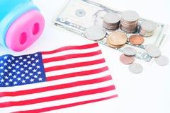 USA kennzeichnen, Stapel Münzen und Dollar, Reise-Amerika-Konzept Stockfotografie